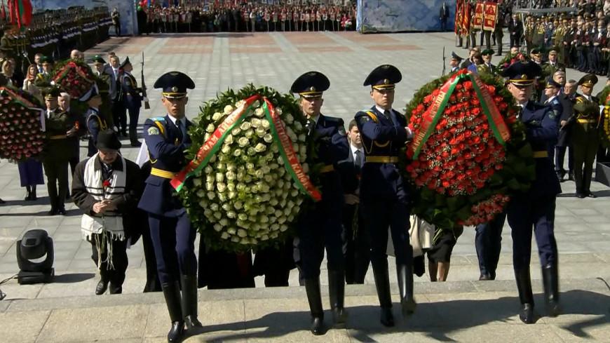 Возложение цветов к Монументу Победы в Минске. ПРЯМАЯ ТРАНСЛЯЦИЯ