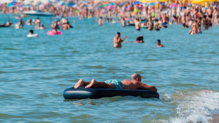 В МЧС России напомнили об опасности плавания на надувных матрасах
