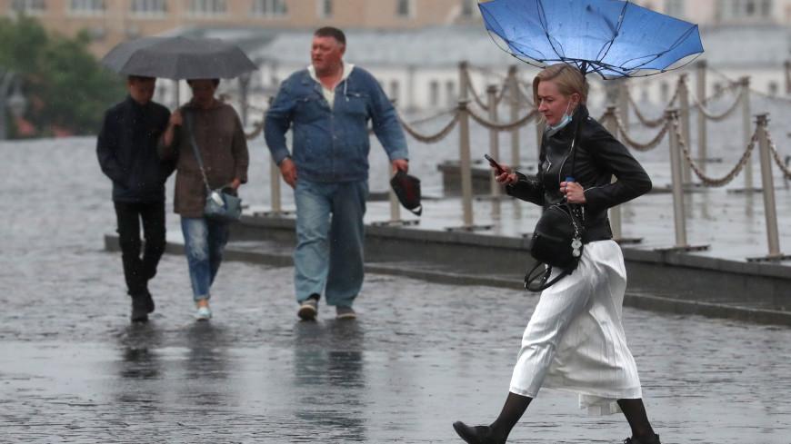 Москва поплыла: из-за дождя некоторые улицы столицы превратились в реки