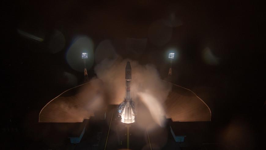 Главные новости за ночь: космический рекорд России, дрейфующий танкер в Босфоре и суд из-за фотографии в спортзале
