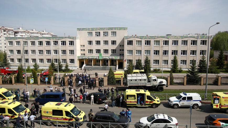 «Мы спрятались под партами, а он ходил и дергал двери»: подробности трагедии в Казани