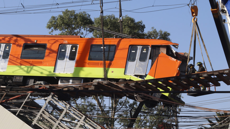 В Мехико начали восстанавливать линию метро, где обрушился мост