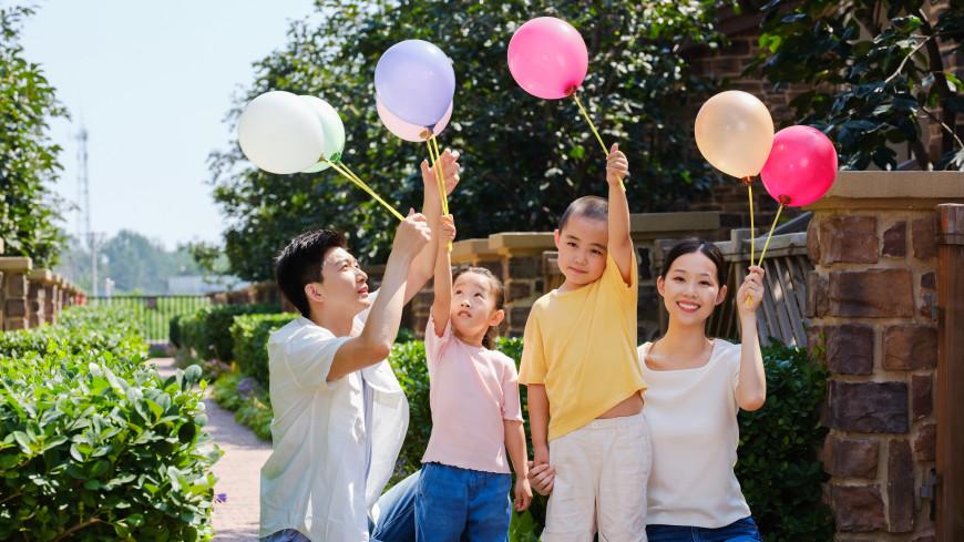 Семьям в Китае разрешили иметь троих детей