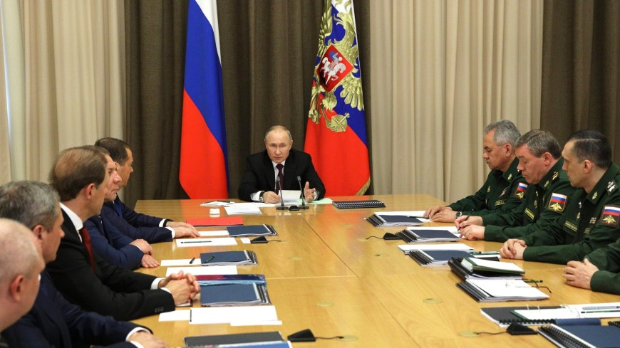 Путин призвал уделять серьезное внимание совершенствованию ядерных сил России