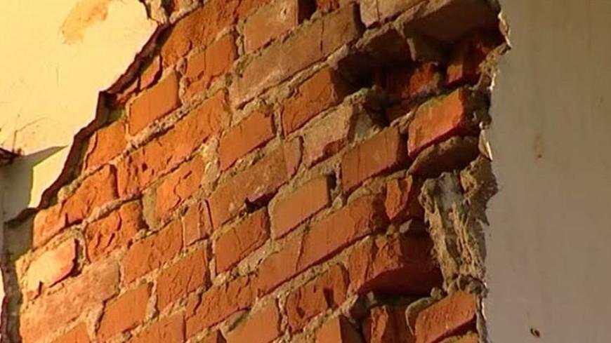 """Фото: """"МЧС России"""":http://www.61.mchs.gov.ru/, кирпич, дом обрушение, дом, обрушение, стена"""