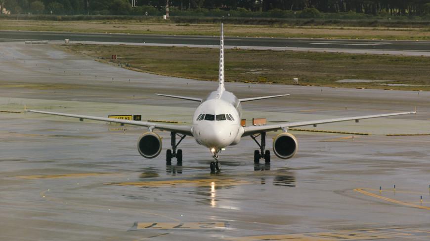 Пассажирский самолет Як-42 совершил экстренную посадку в Новосибирске