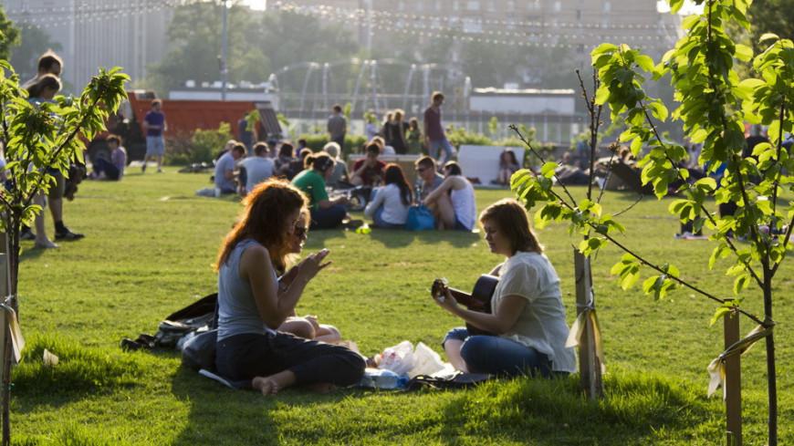 """© Фото: """"«МИР 24»"""":http://mir24.tv/, москва, жара, лето, люди, отдых, парк, парк горького"""