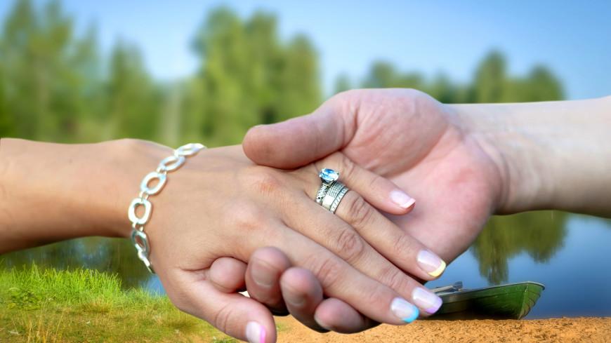 Мировой рекорд над Москвой-рекой: 30 пар поженились на столичной канатной дороге