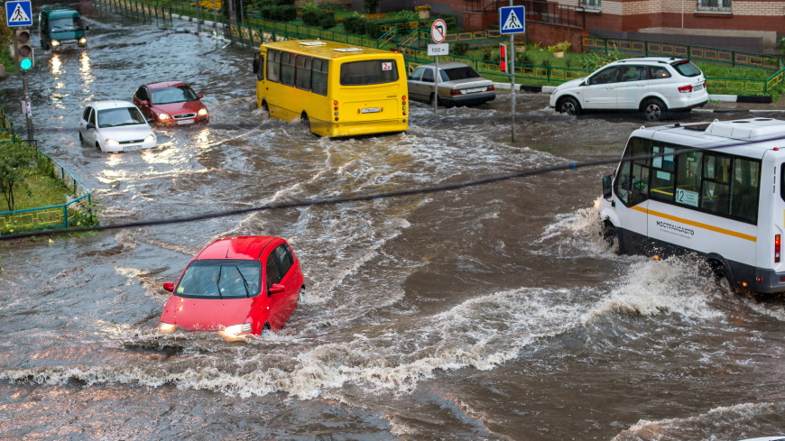 Мощные ливни размыли дороги в ряде регионов России