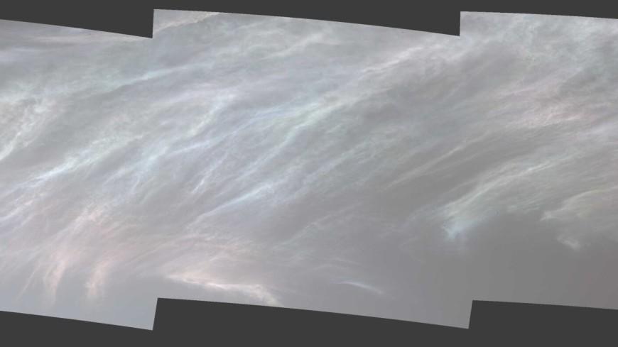 Марсоход Curiosity заснял светящиеся облака в марсианском небе