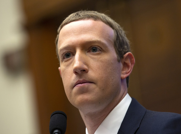 Экс-домработники семьи Цукерберга подали в суд иск о дискриминации
