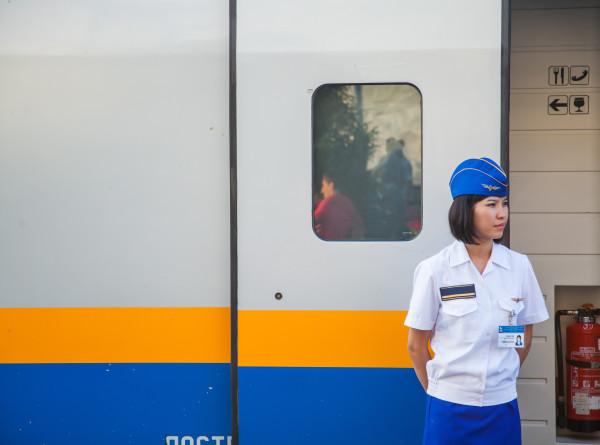 Только для дам: в Казахстане запустили женские вагоны поездов