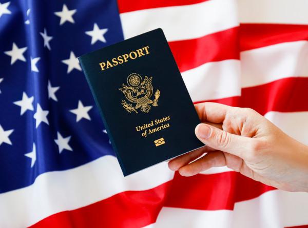 В США выдали первый паспорт с отметкой о третьем гендере