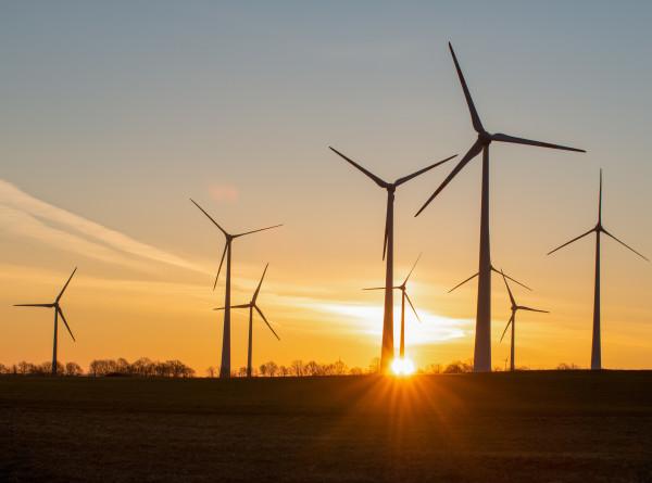 Дорогое удовольствие: так ли экономична и безопасна «зеленая» энергетика?