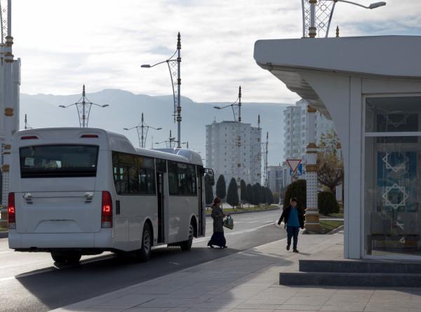 Быстро и с комфортом: в Ашхабаде запустили новые автобусные маршруты