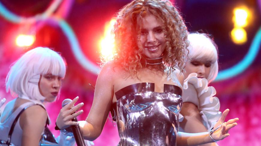 Певица Анна Плетнева отработала концерт после известия о тяжелом ДТП с мужем