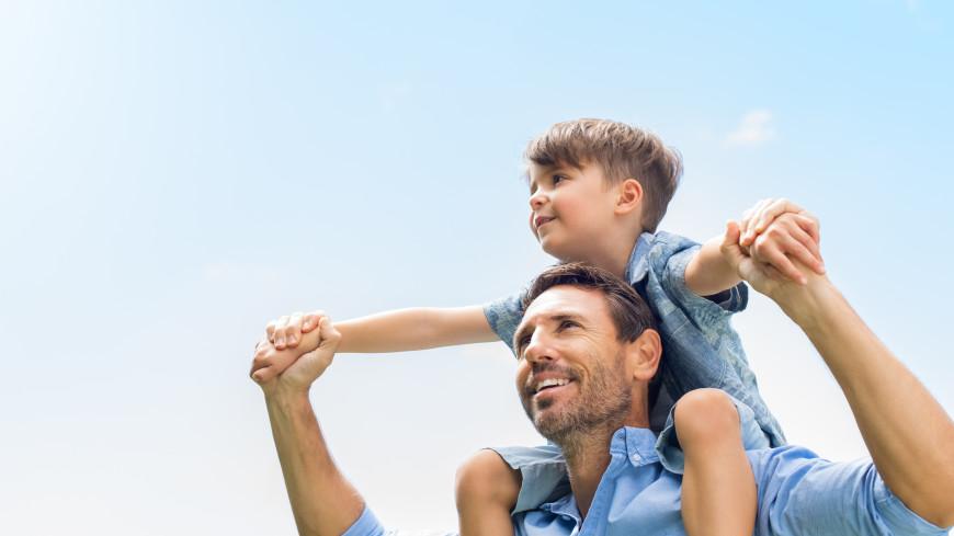 Заботливый, добрый и надежный: россияне перечислили качества идеального отца