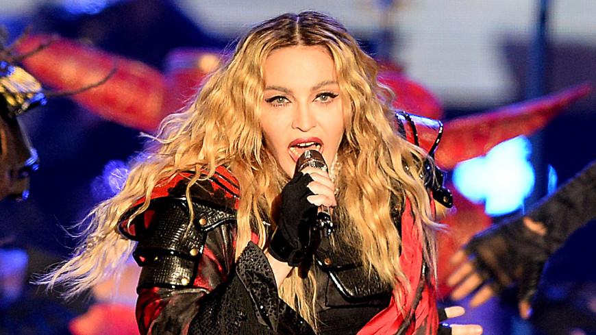 Поклонники раскритиковали Мадонну за морщины и обвисший живот