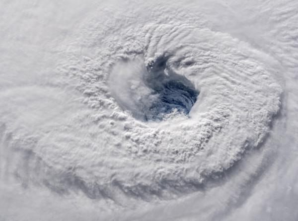 Офицер из Норвегии надеется остановить ураганы, пуская пузыри в океане