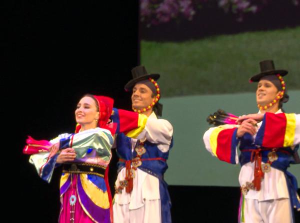 Танцы народов мира: балет Игоря Моисеева открыл 85-й сезон