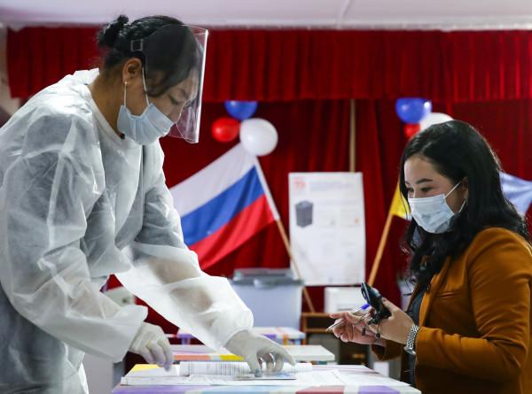 Голосуют целыми семьями: как проходят выборы в российских регионах