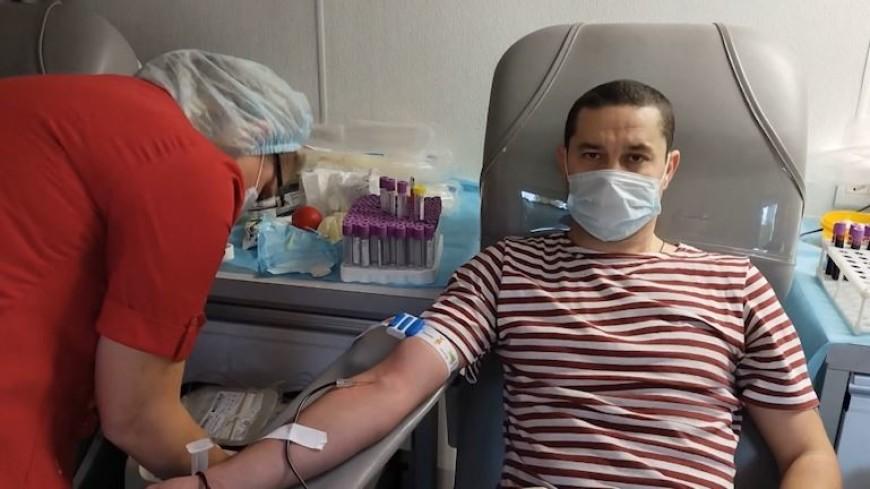 Московские росгвардейцы в ходе акции «От сердца к сердцу» сдали более 100 литров крови