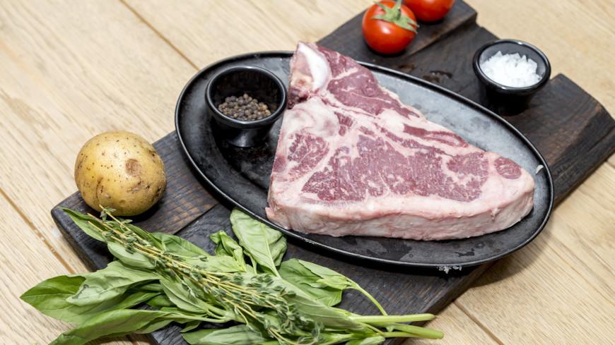 """Фото: Пётр Королёв (МТРК «Мир») """"«Мир 24»"""":http://mir24.tv/, стейк, еда, готовить, продукты, мясо"""