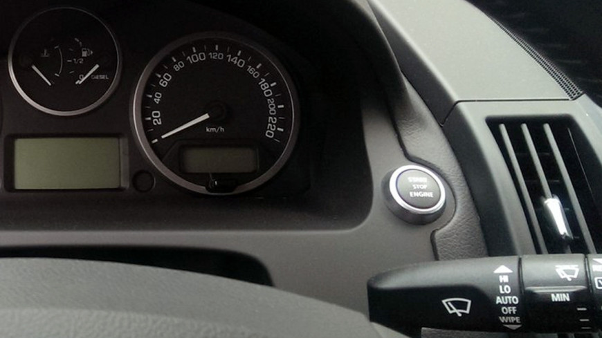 Автоэксперт рассказал, когда в России исчезнут автомобили на механике