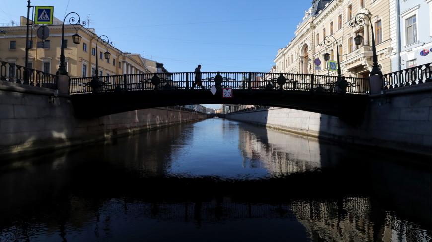 В Петербурге утонула «Радость»: из канала Грибоедова подняли прогулочный теплоход