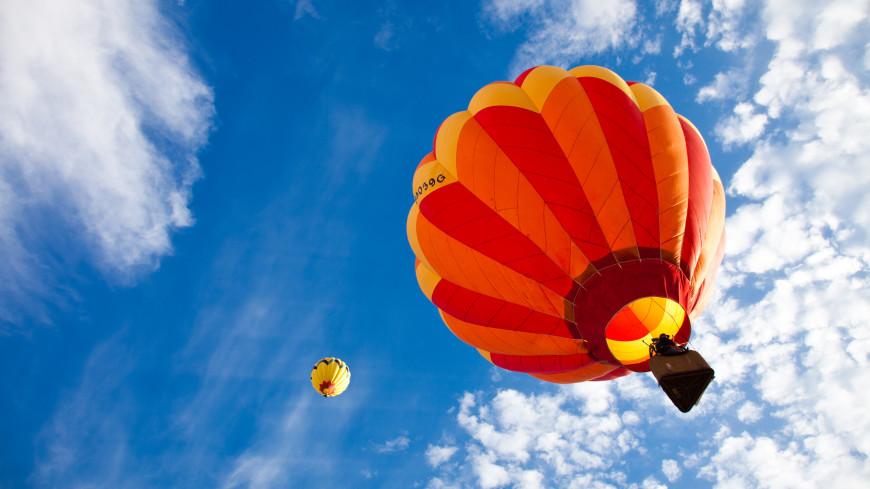 Воздушный шар с людьми упал в море в Сочи