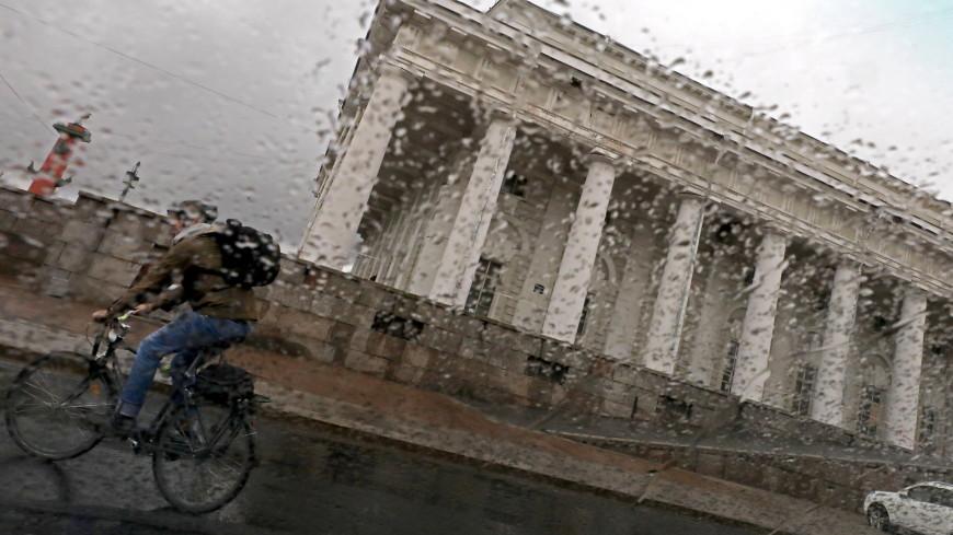 Ураган в Петербурге: контрольный уровень воды в Неве поднялся больше чем на метр