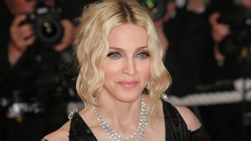 Мадонна пришла на премьеру фильма в мини-юбке из двух клочков ткани (ФОТО)