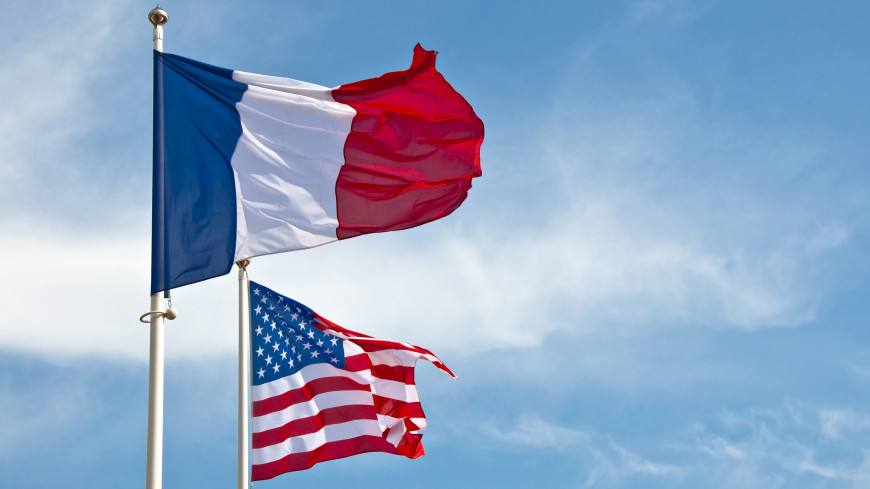 Обзор зарубежных СМИ: Франция вернула посла в США, в Сомали прошел первый за 30 лет кинопоказ