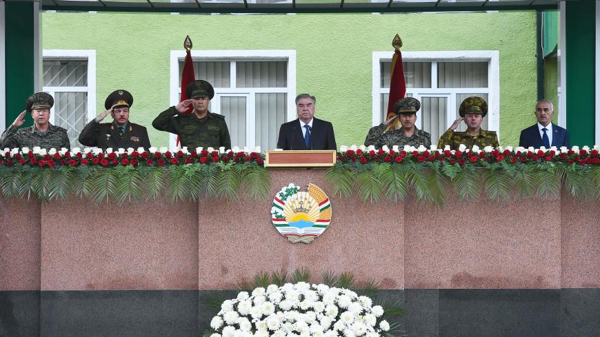 Эмомали Рахмон выступил перед участниками военного парада в Хороге