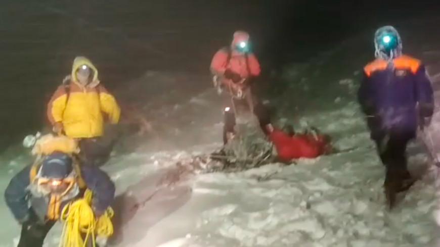 Тела трех погибших альпинистов спустили с Эльбруса