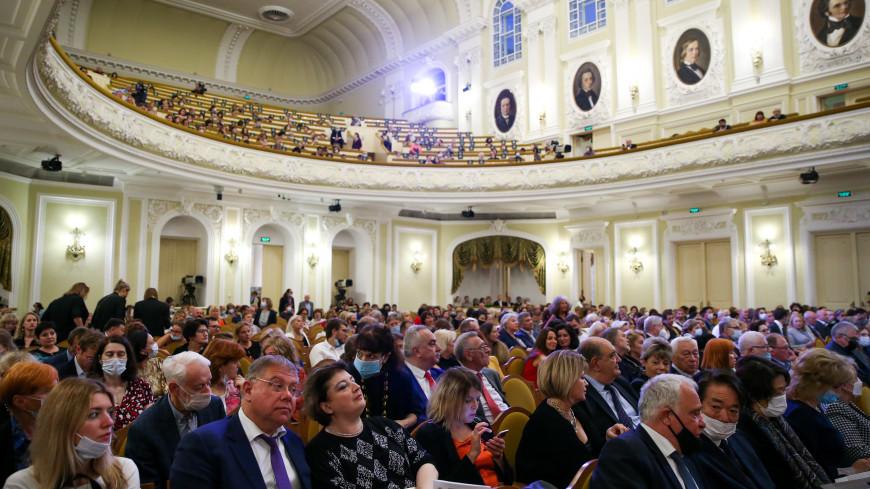 Пышный концерт прошел на сцене Большого зала в честь 155-летия Московской консерватории