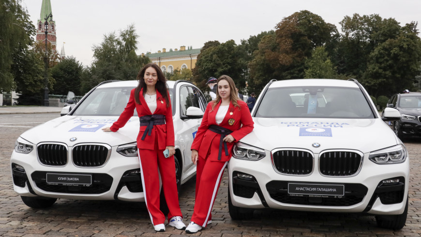 Российским призерам Олимпиады в Токио вручили ключи от новеньких BMW