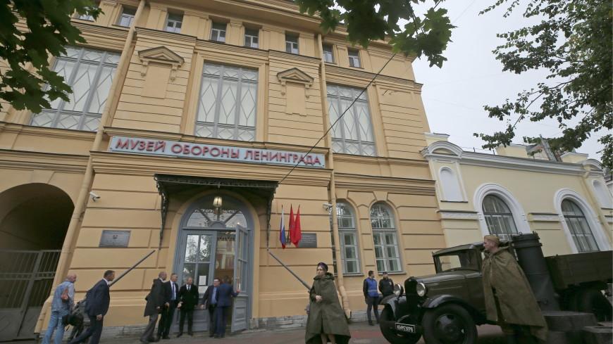 На месте будущего памятника блокадному учителю в Петербурге заложили камень