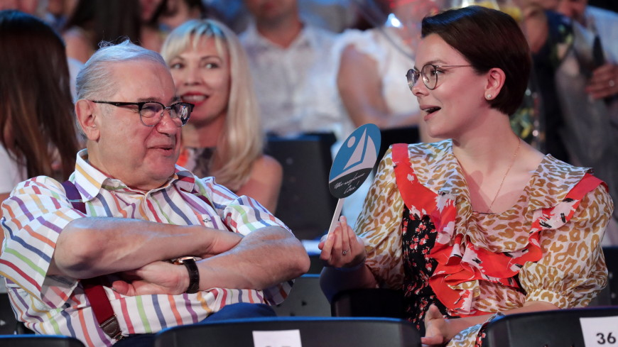 «С днем рождения, волшебник!»: в Сети оценили семейное фото Брухуновой и Петросяна
