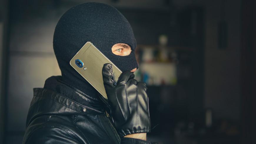 Уговоры и запугивания: как телефонные мошенники похищают деньги с банковских карт россиян
