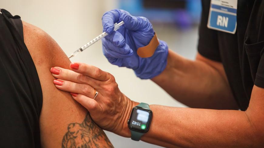 Ковид-диссиденты в США бросились ставить прививки