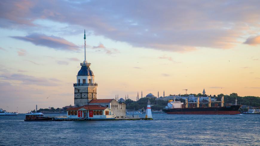 Росийский и турецкий сухогрузы столкнулись в проливе Босфор (ВИДЕО)