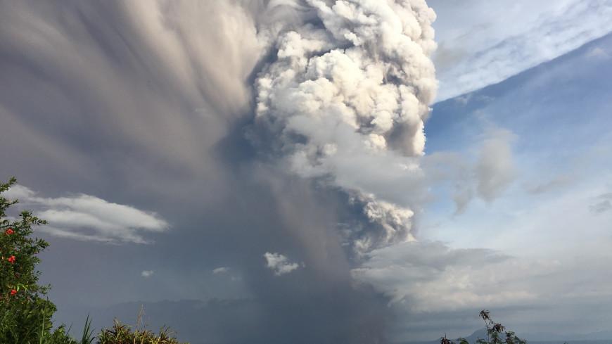 На испанском острове Пальма началось извержение вулкана