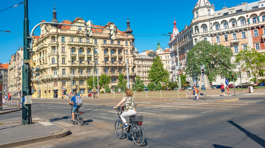 В Чехии автомобилистов заставят объезжать велосипедистов на расстоянии в 1,5 метров