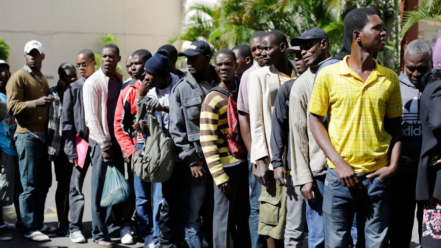 На границе Техаса скопилось множество нелегальных мигрантов из Гаити