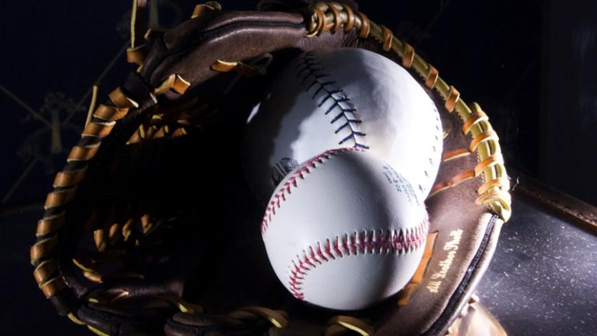 Спортдайджест: бейсбольный нокаут в США, Осака возвращается в большой теннис, экс-футболисты устраивают шоу на улицах Мехико