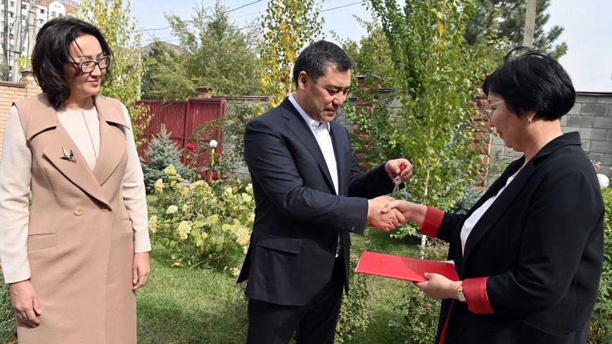 Садыр Жапаров подарил свой дом ради помощи нуждающимся в жилье