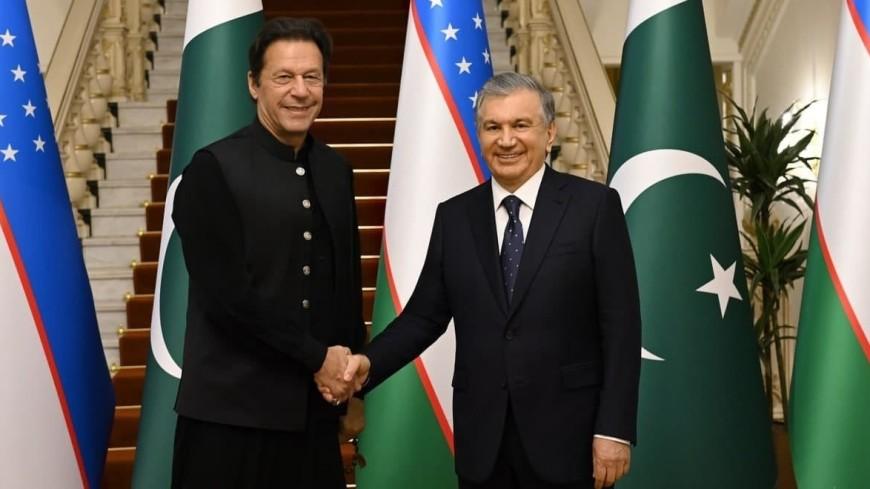 Мирзиеев и премьер Пакистана обсудили развитие двустороннего сотрудничества